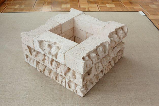 Біла піраміда (18 предметів)